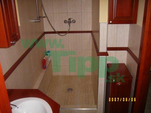 rekonštruovaná kúpeľka so sprchovacím kútom.jpg